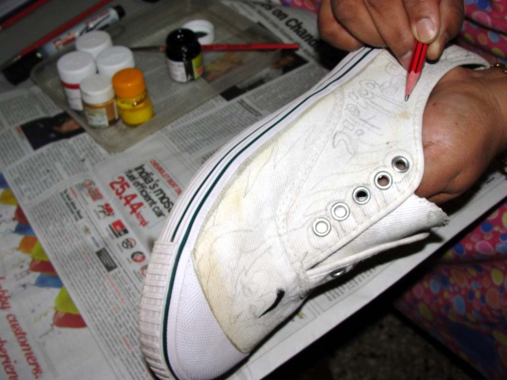 DIY Painted Canvas Shoes (5/5)