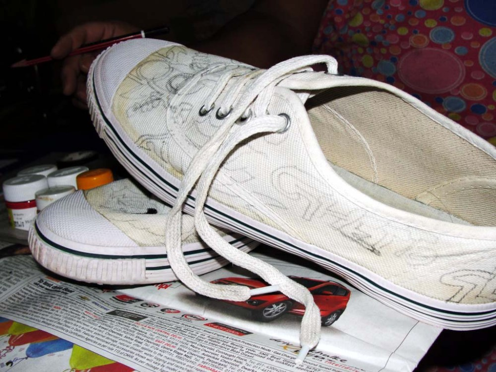 DIY Painted Canvas Shoes (1/5)