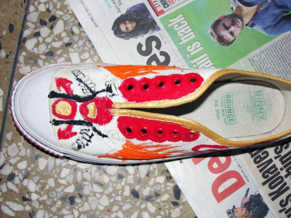 DIY Painted Canvas Shoes (4/5)